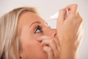 علائم درد پشت چشم