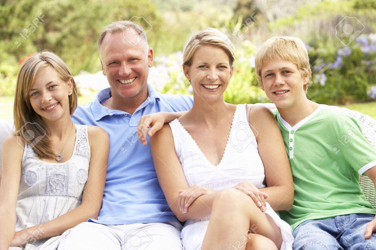 ssiimm 8483082 family relaxing in garden stock photo family teenager teen - رعایت نکاتی برای داشتن زندگی زیباتر