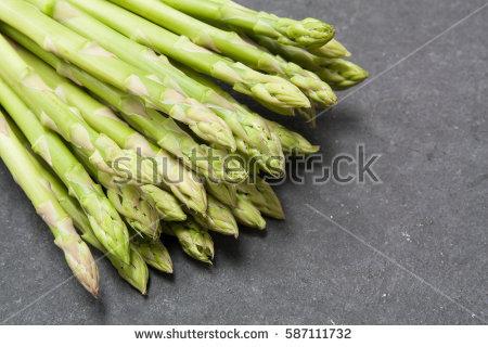 ssiimm stock photo bunch of asparagus over slate background 587111732 - چه سبزی هایی نفاخ نیستند